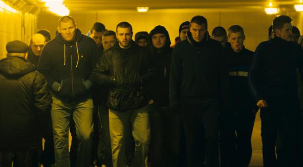 ef64f6621c6d Стиль футбольных фанатов остальных европейских стран в целом похож на  британский. Особенная страсть к бренду Burberry проявилась в приобретении  «хулиганами» ...