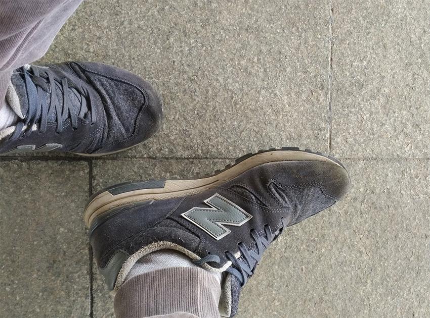 разношенные кроссовки