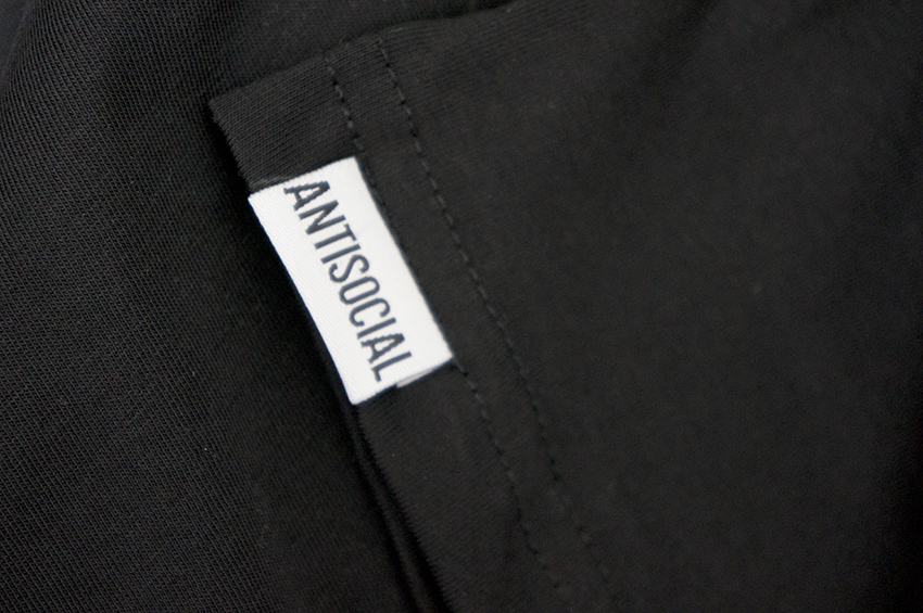 antisocial футболка черная бирка рукав