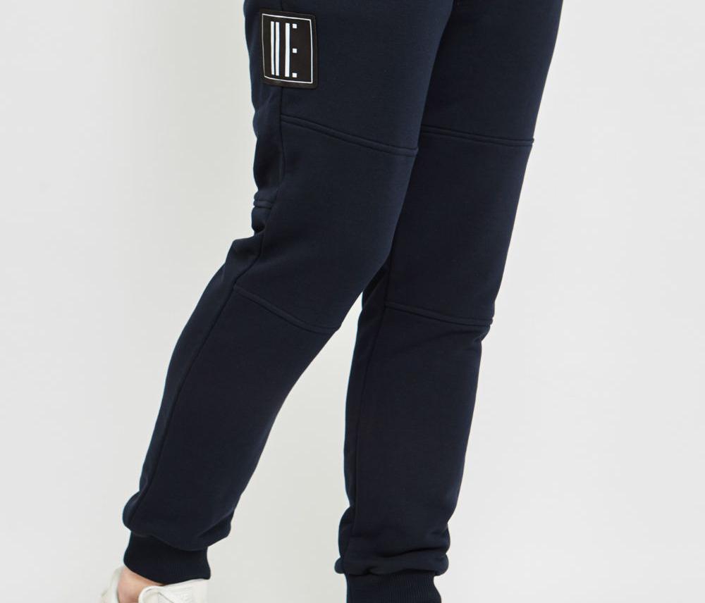 Колени брюк
