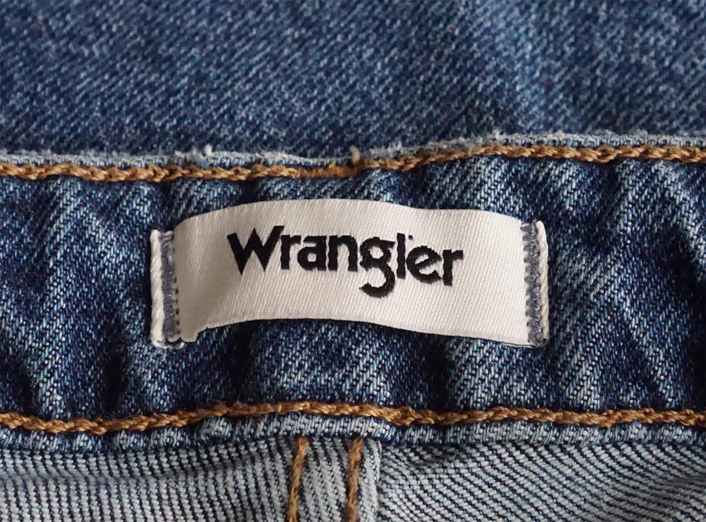 джинсы Wrangler бирка на поясе