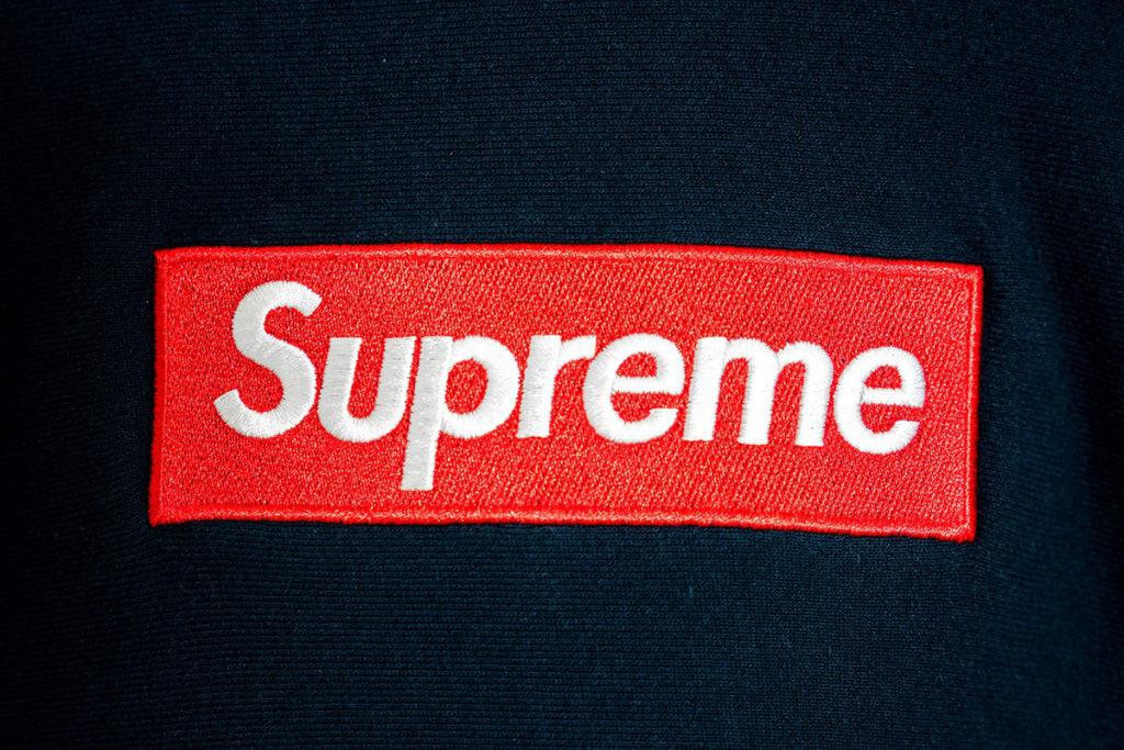 supreme красное лого