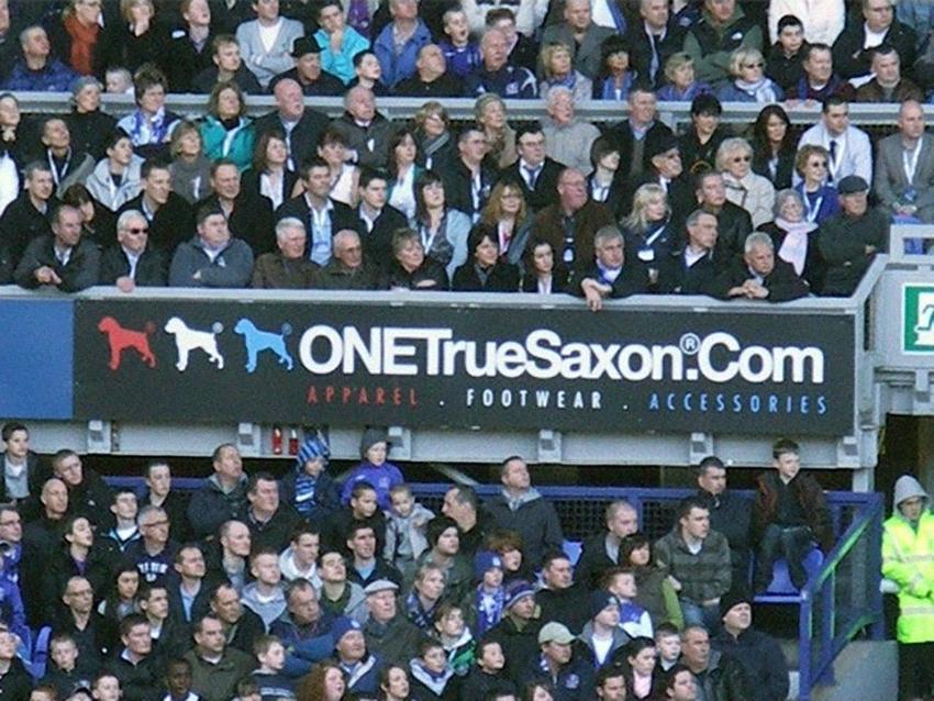 ONE True Saxon футбольная трибуна